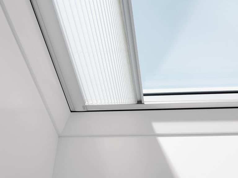 Velux FMG Штора-плиссе с электроприводом для зенитного окна (2)